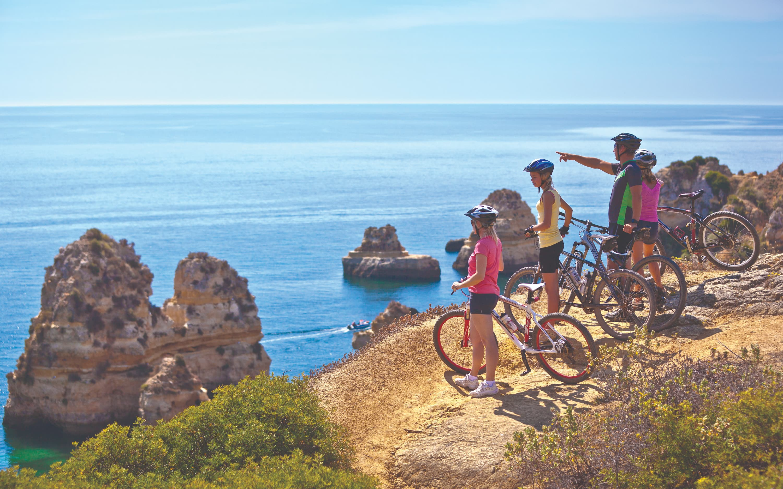As regiões de Cascais e Algarve, no litoral sul português, são os destinos recomendados para uma viagem em família