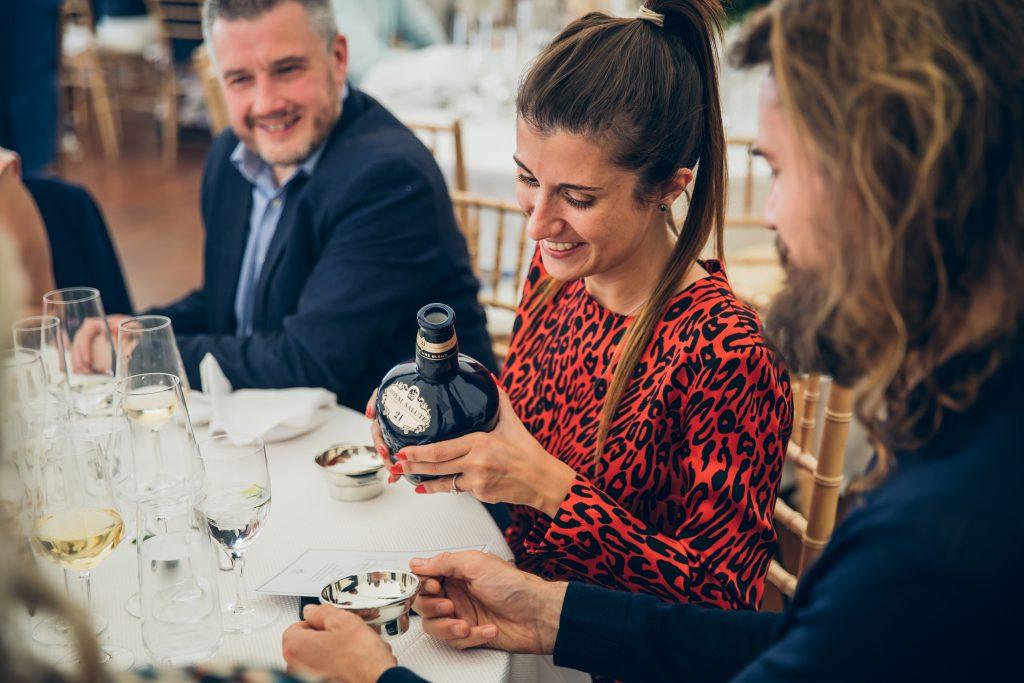 Expert em whisky a brasileira Amabile Guglielmino representa a Royal Salute