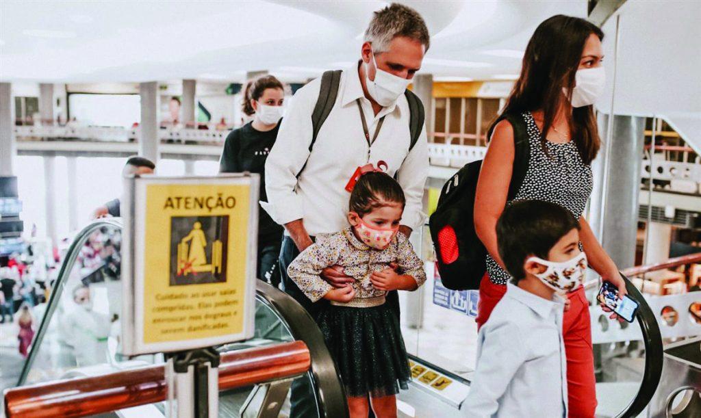 Paulo Kakinoff embarcando com sua família