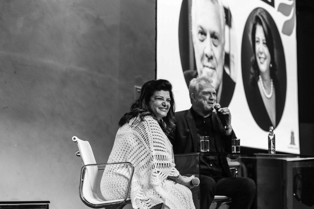Luiza Helena em entrevista com Pedro Bial - Foto @angelarezefotografia