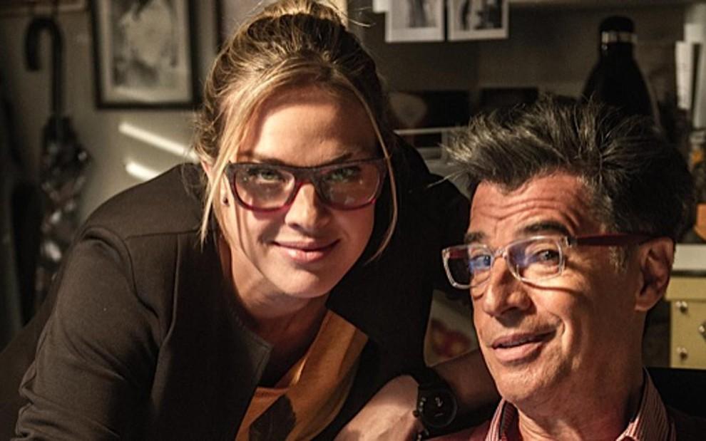 """Paulo Betti com a atriz Letícia Birkheuer na novela """"Império"""" - Foto: Divulgação"""