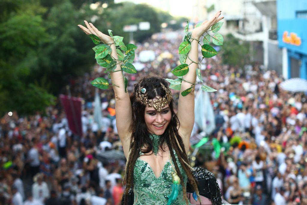 Paulistana de corpo e alma, Alessandra é rainha do bloco de rua Baixo Augusta; na foto, ela no carnaval de 2018 - Foto: Frâncio de Holanda