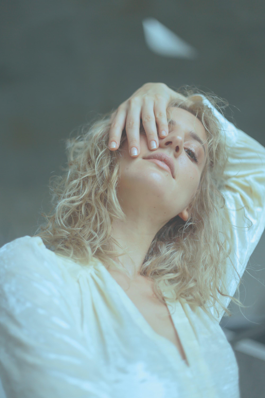 """A atriz franco-americana Alli Willow fala sobre """"Bacurau"""", filme vencedor do Prêmio do Júri em Cannes"""
