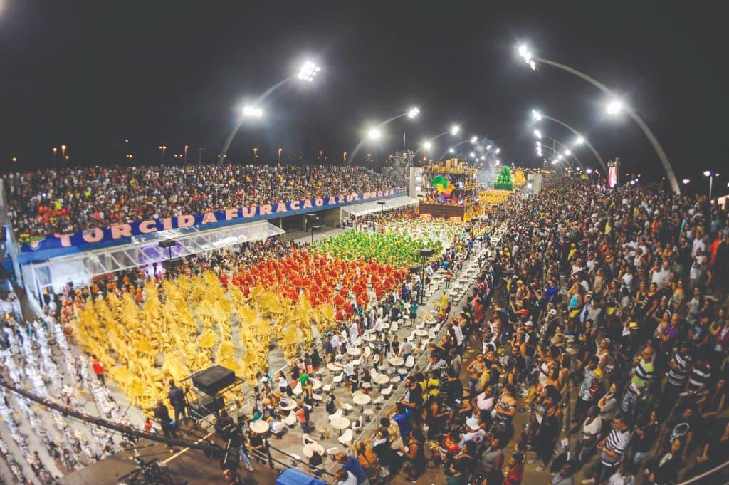 Escolas de Carnaval de SP e Rio retomam a criação de enredos com protestos contra as mazelas do país
