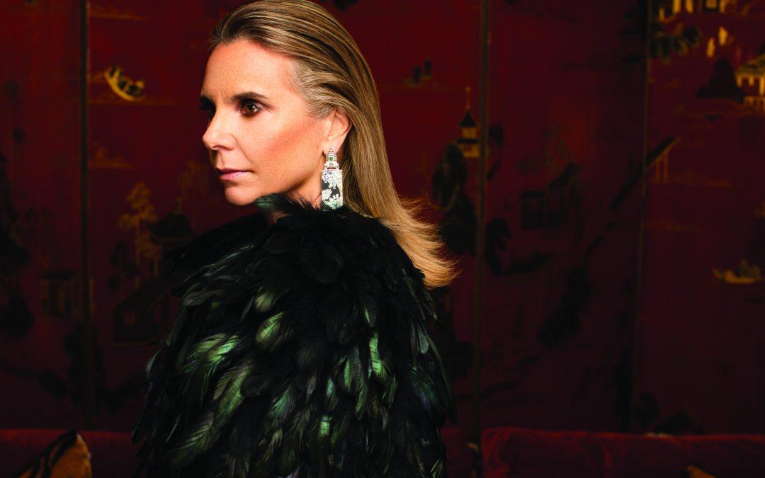 A designer de joias Silvia Furmanovich traduz conhecimento obtido em viagens em peças únicas