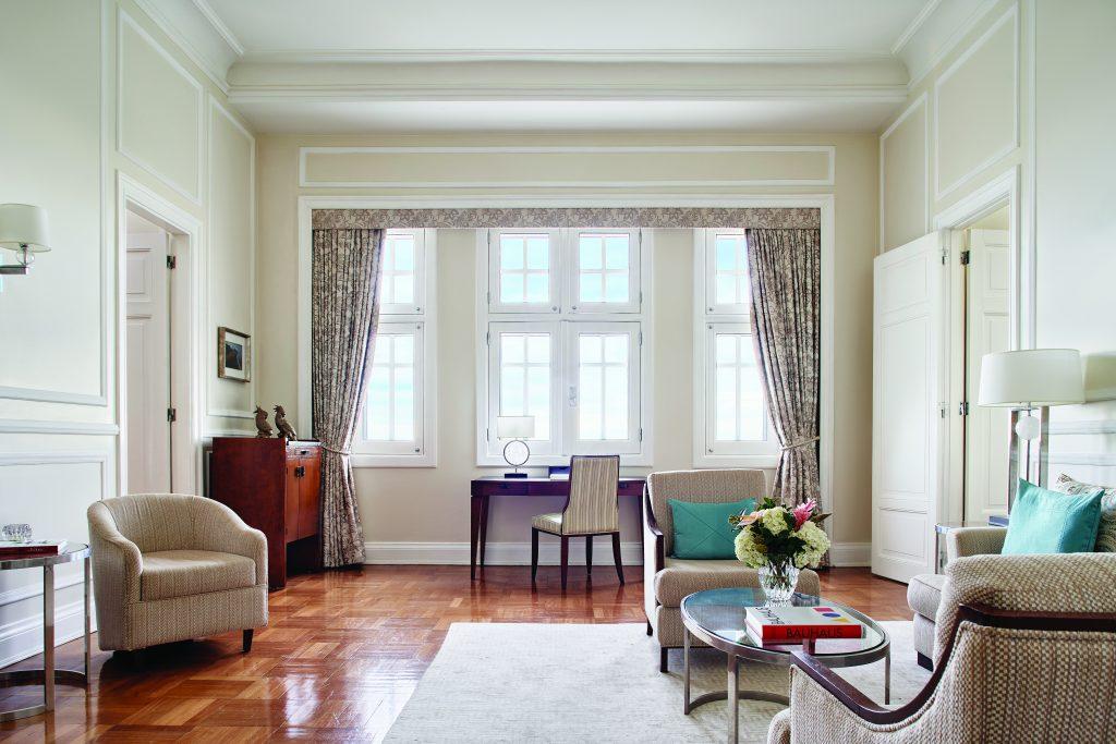 Deluxe One-Bedroom Suite do Belmont Copacabana Palace, equipada com mesa de escritório - Foto Edgardo Contreras