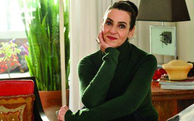 Atriz consagrada, Ilana Kaplan conquista a internet com vídeos de humor crítico