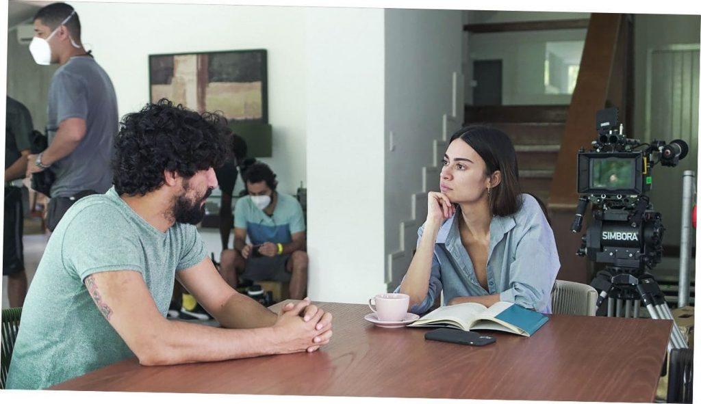 """Thaila Ayala e Renato Góes no set de filmagem do longa """"Inverno"""" - Foto: Divulgação"""