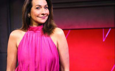 """Sagaz e divertida, Maria Beltrão fala sobre o lançamento de seu primeiro livro """"O Amor Não Se Isola"""""""